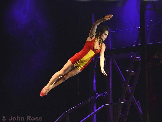Cirque+Eloize+-+Saloon_043.jpg.small.jpg